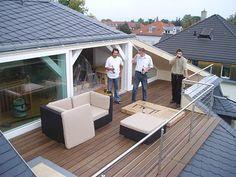 modernes haus mit raumhoher verglasung rusitkales holz balkon boden verlegen. Black Bedroom Furniture Sets. Home Design Ideas