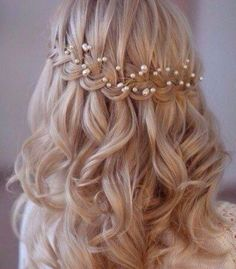 Beautiful Hair for a Holy First Communion The post Boho Bridal Headpiece Bridal Flower crown Bridal hair vine Bohemian Headpiece Wedding Headpiece Pearl Headband Wedding Hair Vine Headband appeared first on Frisuren. Bohemian Headpiece, Headpiece Wedding, Bohemian Braids, Bridal Headpieces, Bridal Headbands, Bridal Headdress, Communion Hairstyles, Bridal Hair Vine, Bridal Crown