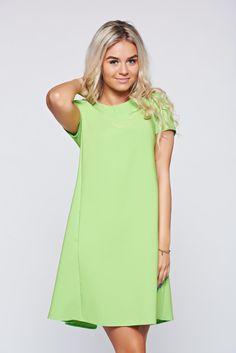 Comanda online, Rochie PrettyGirl verde-deschis cu croi larg cu buzunare. Articole masurate, calitate garantata!