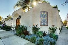 Spanish Homes Exterior Ideas Spanish Home Plans Revival The Spanish revival – or Spanish eclectic – style of architecture was popular between the World Wars. Like the Mission Revival st… Spanish Revival Home, Spanish Colonial Homes, Spanish Style Homes, Spanish House, Style At Home, Spot Design, Hacienda Style Homes, Mexican Hacienda, Home Styles Exterior