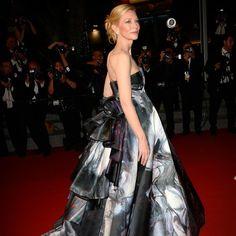 Dimanche soir, les stars étaient nombreuses à monter les marches du 68e Festival de Cannes, pour les projections de « Mon roi », de Maïwenn, et de « Carol », de Todd Haynes. Vincent Cassel, Cate Blanchett, Natasha Poly, Norman… Découvrez les images. http://www.elle.fr/Cannes/Tapis-Rouge/Cannes-2015-Cate-Blanchett-sublime-pour-la-montee-des-marches-de-Carol