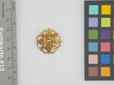 Schmuckrosette oder Kettenglied  Inventarnummer: T872 Datierung: um 1550/1600 Ort: Norddeutsch (?); Material/Technik: Gold Maße: D. 2,8 cm, ...