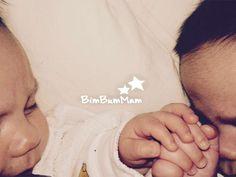 Come fare un allattamento dei gemelli in contemporanea | Come fare un allattamento dei gemelli in contemporanea? Ecco i passi e consigli per farlo. Io ci sono riuscita seguendoli! BimBumMam