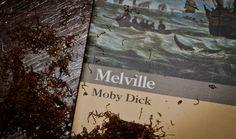 MOBY DICK - Herman Melville | Imbarcatevi sulla Pequod del Capitano Achab! Questa storia, fatta di uomini e di mare, vi farà conoscere il male oscuro che si cela dietro l'ossessione.