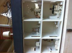 Nieuwste poppenhuis My Little Girl, Dollhouses, Bathroom Medicine Cabinet, Diy Crafts, Magic, Play, Dolls, Deco, Kids