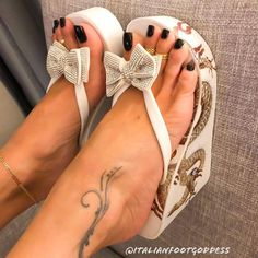 Good morning 🌞 people ! Cute Shoes Heels, Sexy Sandals, Fashion Sandals, Bare Foot Sandals, Wedge Sandals, Beautiful Toes, Gorgeous Heels, Cute Toes, Pretty Toes