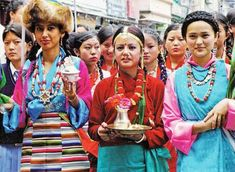 The culture of Darjeeling is diverse. Because of the diversity in the religion of the people living at this place, the place celebrates almost all the festivals of all the religions Kashmir Tourism, Festivals Of India, Unity In Diversity, States Of India, Buddha Art, Art Forms, Religion, Vibrant, Culture