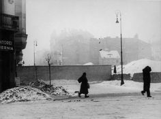 Warsaw, Poland, A snowy street in the ghetto.(Yad Vashem Photo Archive)
