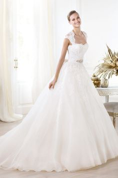 2014 Terrific Wedding Dresses Sweetheart A Line Court Train With Appliques And Beads Organza New Arrival
