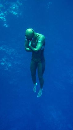 Wind Riding saved to free diving http://www.deepbluediving.org/mares-puck-pro-vs-mares-puck/