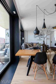Modern Dining Room Design Ideas - Modern dining room decor ideas: Impress your visitors with these modern design ideas. Black Eames Chair, Black Chairs, Eames Chairs, Parsons Chairs, Upholstered Chairs, Home Interior Design, Interior Decorating, Interior Ideas, Cosy Interior