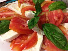 Caprese, con pomodoro fresco mozzarella di bufala, olio extravergine d'oliva #itrescudi