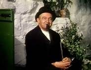 """Barry Fitzgerald """"The Quiet Man"""" totally Irish.""""No playing patty fingers in the holy water! He is so super cute! John Wayne Quotes, John Wayne Movies, Vintage Hollywood, Classic Hollywood, The Quiet Man Movie, Erin Go Braugh, Maureen O'hara, Old Movies, Irish Movies"""