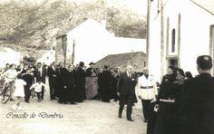 Visita do arzobispo ó Ézaro. Cedida por Ezaro.com