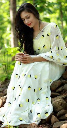 Yellow Crocus on White Pure Silk Chiffon Saree Simple Sarees, Trendy Sarees, Stylish Sarees, Fancy Sarees, Chiffon Saree, Saree Dress, Silk Chiffon, Organza Saree, Indian Dresses