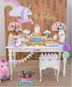 This time I want to share with you some ideas for fashionable children's parties that can inspire you to decorate and organize birthday parties for Unicorn Birthday Parties, Girl Birthday, Bar Deco, Rainbow Unicorn Party, Festa Party, Party Decoration, Childrens Party, Party Looks, Princess Party