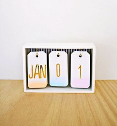 Back to Cool: 17 DIYs to Organize Your Desk and Office