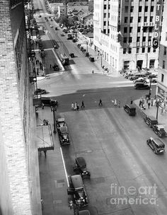 LOS ANGELES / HOLLYWOOD:  Hollywood Boulevard and Vine Street in the 1930s. (Bizarre Los Angeles / Sad Hill)