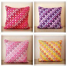 almofada fuxico grande Yo Yo Quilt, Pillow Crafts, Sewing Machine Projects, Cotton Crochet, Mini Quilts, Easy Diy Crafts, Felt Art, Ribbon Embroidery, Fabric Art