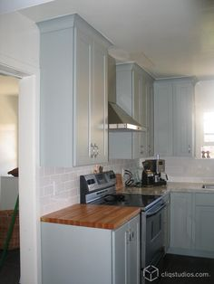 Blue Kitchen Cabinets Design, Pictures, Remodel, Decor and Ideas - page 4 Color and molding.