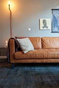 Vloerkleed Vintage - Goossens wonen Living Room Colors, Home Living Room, Living Room Decor, Living Spaces, Room Interior Design, Interior Decorating, Sofa Inspiration, Classic Sofa, Curtains With Blinds