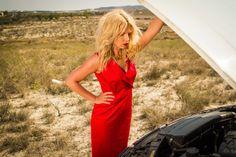 Nowearland - czerwona sukienka Tutuum, szpilki MaxMara, złota biżuteria Coyoco #sukienka #dress #red #moda #fashion #superstyler #blog