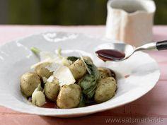 Edles Gourmet-Abendessen für das sich jede Minute Aufwand lohnt: Kartoffel-Gnocchi - smarter - mit Salbei, Parmesan und Rotwein. Kalorien: 466 Kcal | Zeit: 70 min. #dinner