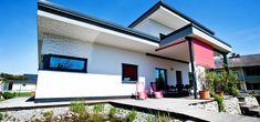 Modernes Fertighaus Flachdach von Pichler Haus Garage Doors, Outdoor Decor, Home Decor, Modern Prefab Homes, Flat Roof, Interior Design, Home Interior Design, Home Decoration, Decoration Home