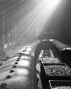 Liverpool Street Station provided the camera man with an excellent study of sunlight and shadow. London Square, Steam Railway, Liverpool Street, London History, British Rail, London Underground, By Train, Old London, Train Travel