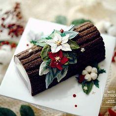 Yule log Christmas Yule Log, Christmas Sweets, Christmas Desserts, Christmas Baking, Yule Log Cake, Buttercream Cake, Fancy Cakes, Themed Cakes, Cupcake Cakes