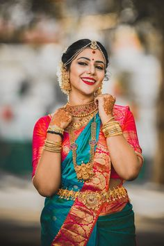 Kerala Bride in Red Silk Saree and Heavy Gold Jewelry with Jasmine Flowers Kerala Wedding Saree, Kerala Bride, Hindu Bride, South Indian Bride, Saree Wedding, Indian Bridal, Wedding Bride, Wedding Wear, Wedding Blouses