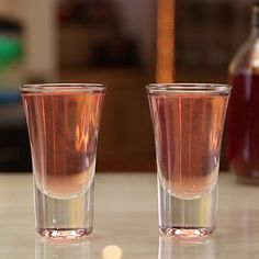 Whoop whoop, it's the Woo Woo Shot!This wild pink shooter recipe mixes up vodka, Peach Schnapps, and cranberry juice, and is perfect as a summertime wedding cocktail shooter. Vodka Mixed Drinks, Liquor Drinks, Vodka Cocktails, Cocktail Drinks, Beverages, Peach Schnapps Drinks, Liquor Shots, Peach Vodka, Sodas