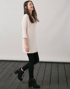 Vestido BSK cuello redondo hilo mezcla. Descubre ésta y muchas otras prendas en Bershka con nuevos productos cada semana