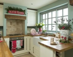 LOVE the way the range hood fan is hidden behind the builtin surround and character beam - Want to do this in our kitchen