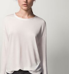 RIBBED SLEEVE T-SHIRT