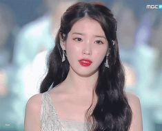 SNSD's Hyoyeon When SNSD first debuted, Hyoyeon got a lot of hate comments regarding her looks which made me feel really bad for . Korean Girl Fashion, Iu Fashion, Iu Gif, Pretty Korean Girls, Cartoon Girl Drawing, Korean Celebrities, Natural Looks, Korean Beauty, Korean Singer