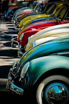 Marc est passionné par les vielles voitures. #LaMieCaline #PlacedesPetitsPlaisirs