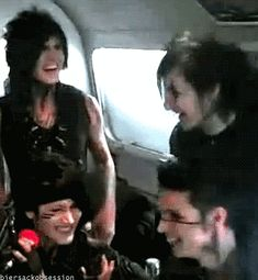 jinxx looks so cute in this awwwww