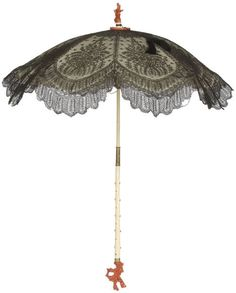 Parasol, c. Chantilly lace, satin, ivory, and coral. Historical Costume, Historical Clothing, Victorian Fashion, Vintage Fashion, Victorian Gothic, Vintage Umbrella, Lace Umbrella, Lace Parasol, Umbrellas Parasols