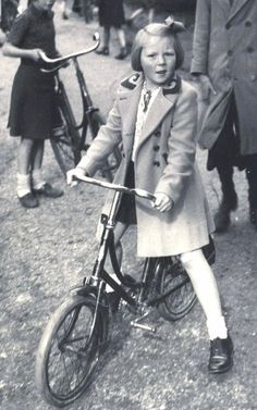 Prinses Beatrix op de fiets