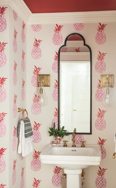 If you have a small bathroom in your home, don't be confuse to change to make it look larger. Not only small bathroom, but also the largest bathrooms have their problems and design flaws. Home Design, Deco Retro, Bathroom Pictures, Bathroom Ideas, Bathroom Colors, Bathroom Renovations, Beautiful Bathrooms, Bathroom Interior, Condo Bathroom