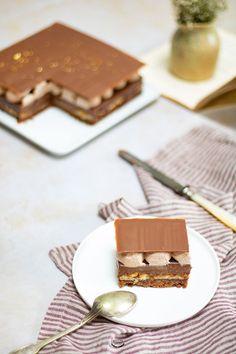 La recette du Petit Antoine de Stéphane Glacier arrive enfin sur le blog. Entremets signature du Chef, ce gâteau au chocolat, praliné et noisettes est un délice