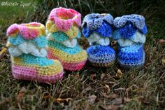 DIY - Baby Booties i krokodille mønster - Hende der Frk. Spuur :-)   Ok everyone I've been searching for weeks for this pattern and finely found it for free have yet to try it but hope its what your looking for too!