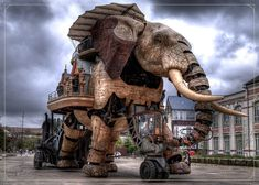 The Great Elephant of Nantes in Nantes, France. The gigantic mechanical animal, high by wide is the main attraction at a steampunk park Steampunk Kunst, Steampunk Design, Steampunk Fashion, Steampunk City, Steampunk House, Cyberpunk, Elephant Nantes, Elephant Art, Elephant Stuff