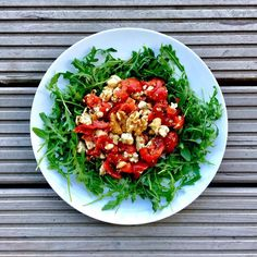 This is the low FODMAP stilton-walnut-tomato salad (full recipe video on YouTube) low FODMAP foods have an unexpected twist to them! * rocket - walnuts - stilton (lactose free if carbohydrate-sugar content /100g is <0.5g) - cherry tomatoes (avoid larger servings of 222g or ca 13) - thyme - garlic infused olive oil - maple syrup ||| gut loving food, gluten free, lactose free, low fodmap, fodmap diet, fodmaps, recipes, healthy food, delicious, low fodmap recipes, digestive health, gut health