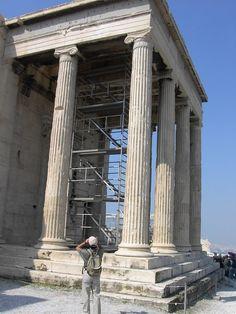 Erecteión, en la Acrópolis de Atenas, de orden jónico.