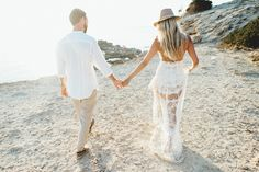 Strandhochzeit auf Formentera  Beach wedding formentera  Brautkleid: Yolan Cris Fotos: kreativ wedding Kleid Empfang: For Love and Lemons Bräutigam Hemd: Brunelli Cucinelli Bräutigam Hose: Cove & Co