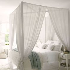 Canopy bed /Martine Haddouche/
