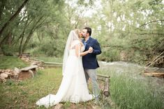 With a river gliding by in the background, a perfect backdrop for a perfect day. Photo thanks: Jennifer Bridge Photography