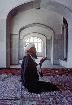 Kabul, Afghanistan    Kabul Mosque (by United Nations Photo)